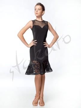 Sukienka z dekoltem serce i koronką