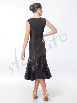 Sukienka z koronką i krynoliną